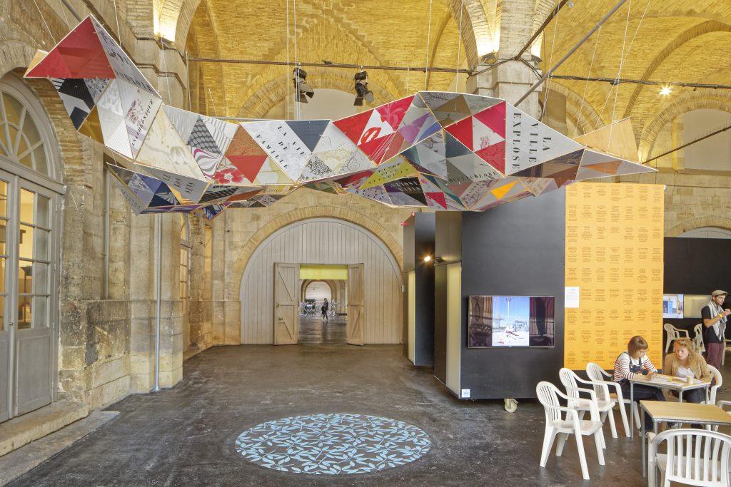 """exposition CONSTELLATIONS """"Habiter le monde"""" par arc en reve centre d'architecture. Grande nef du CAPC."""